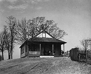 300px-Amish_schoolhouse