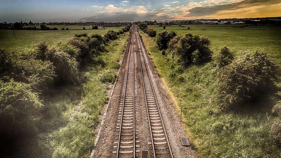 train-track-2497003_960_720