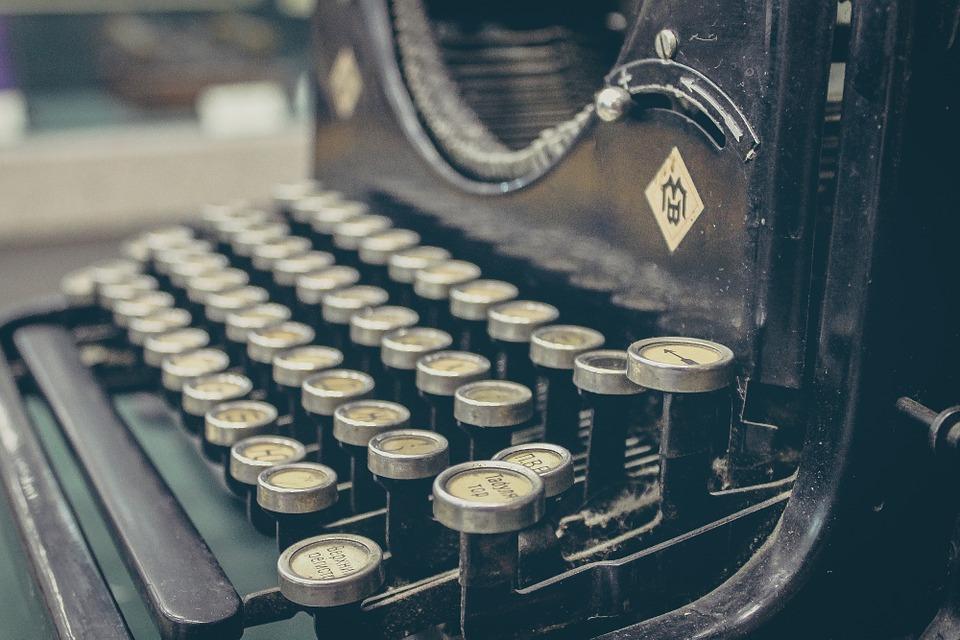 typewriter-407695_960_720