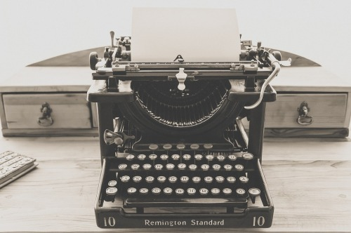 typewriter-1248088_960_720