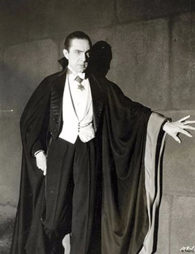 460px-Bela_Lugosi_as_Dracula,_anonymous_photograph_from_1931,_Universal_Studios