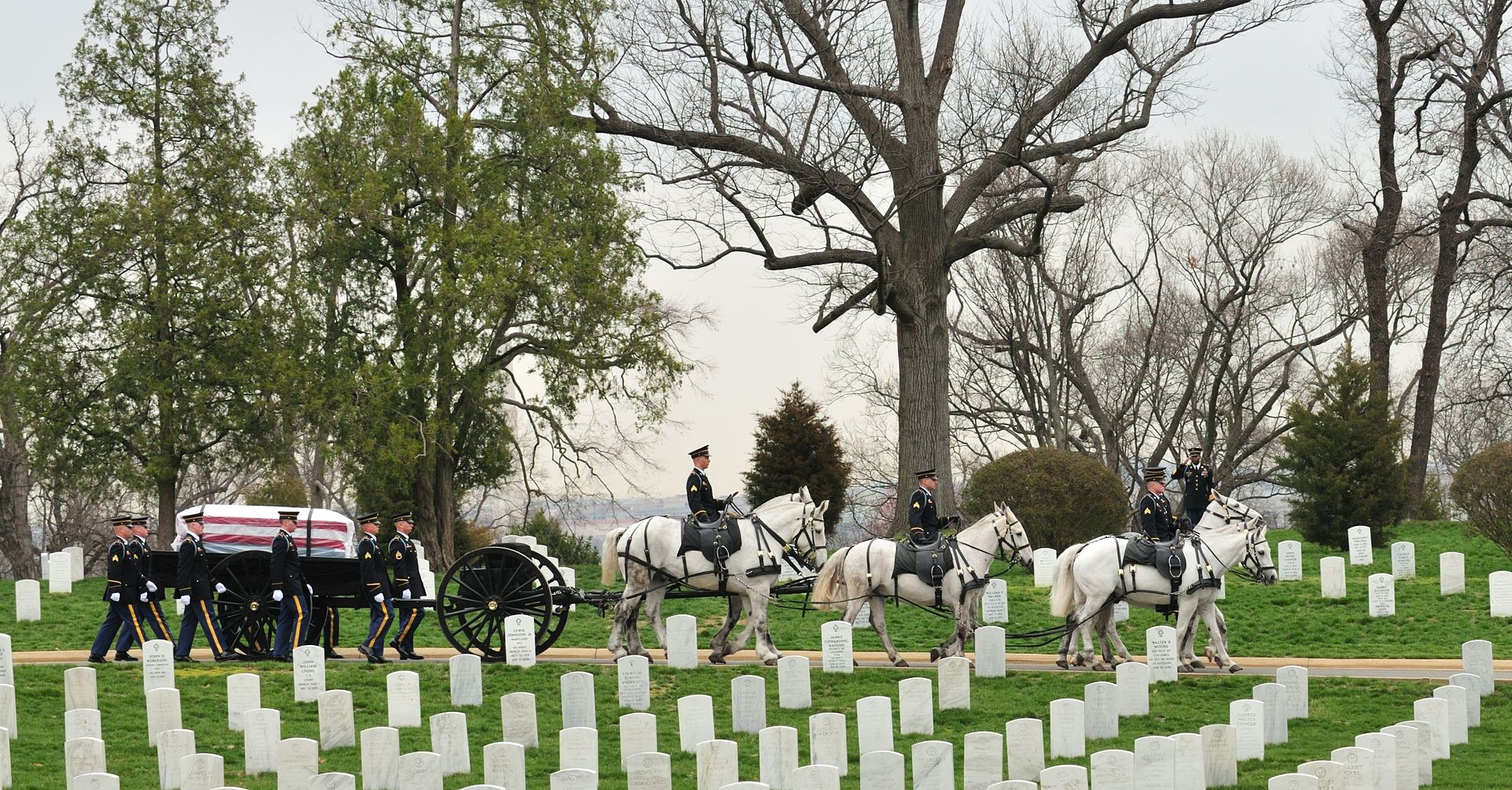1920px-SMA_Dunway_Burial_at_Arlington_National_Cemetery_2008