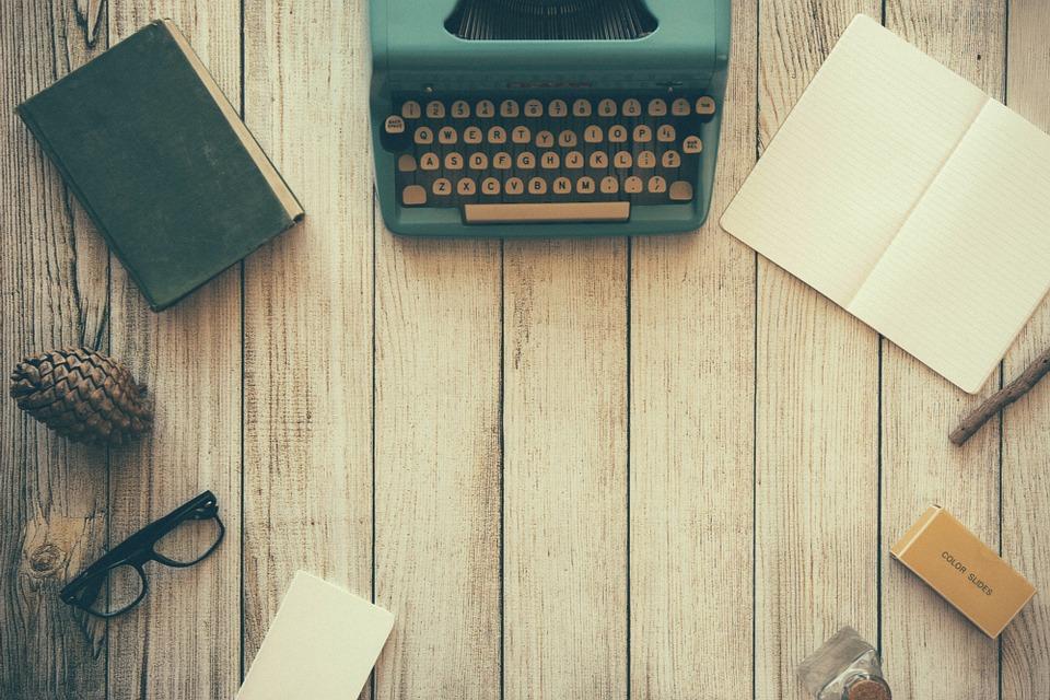 typewriter-801921_960_720-1
